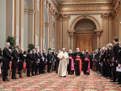 El Papa recibe ayer en Roma al cuerpo diplomático acreditado ante el Vaticano..