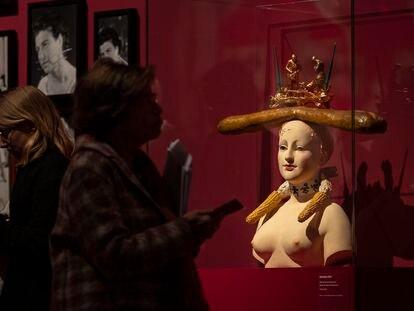 'Busto de mujer retrospectivo', de Salvador Dalí, en la exposición del CaixaFòrum.