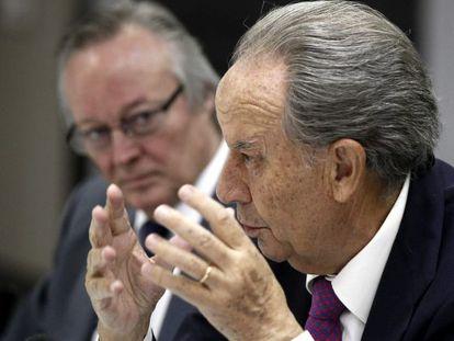 Villar Mir y Piqué, en la rueda de prensa previa a la junta.