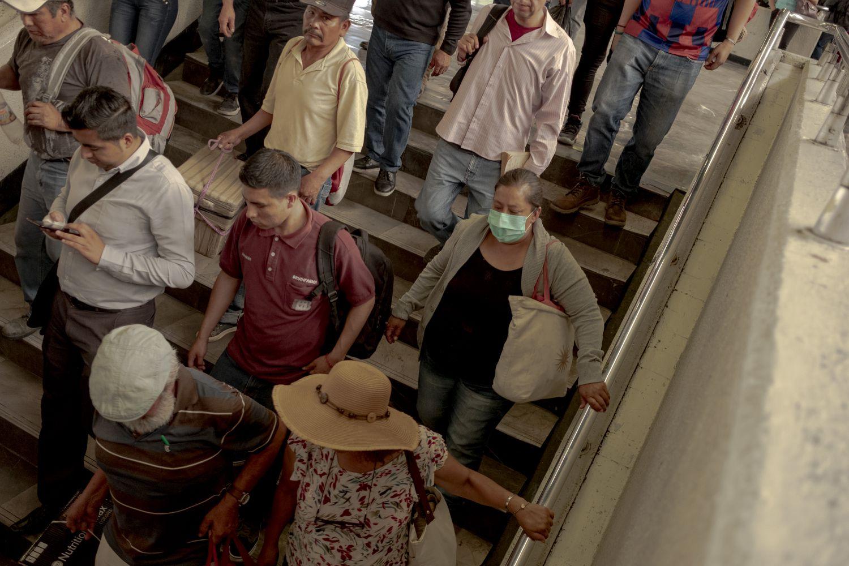 Una de las salidas del Metro en Indios Verdes, Ciudad de México.