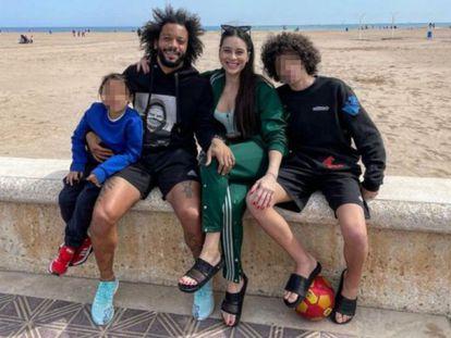La Generalitat Valenciana sancionará con una multa de hasta 600 euros al jugador del Real Madrid Marcelo por saltarse las restricciones y viajar a Valencia, donde se fotografió con su familia en la Malvarrosa.