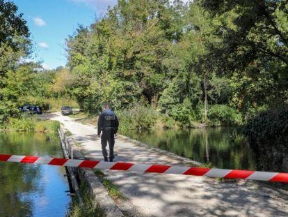Zona acordonada en Soyons (Francia), donde fue hallado este jueves un joven ciclista malherido.
