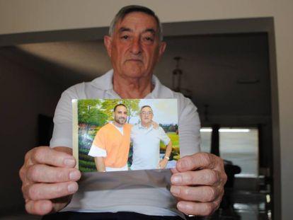 Cándido Ibar, padre del preso, en su casa de Miami.