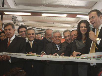 Miguel Ángel Mancera y Marcelo Ebrard, durante la inauguración de la Línea 12 del metro, en octubre de 2012.