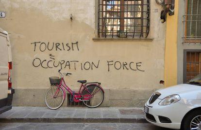 Los residentes de los centros turísticos están contraatacando.