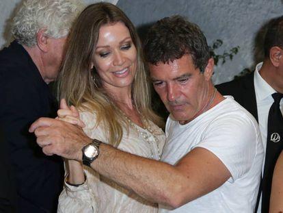 El actor Antonio Banderas y su novia Nicole Kimbel en el Festival de Cine de Ischia, en Italia.