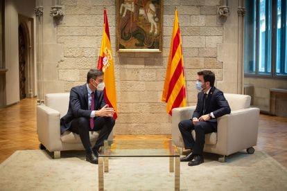 El presidente del Gobierno, Pedro Sánchez, y el de la Generalitat, Pere Aragonès, en el Palau de la Generalitat el pasado 15 de septiembre.