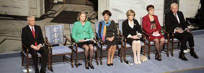 La silla vacía de Liu Xiaobo entre los miembros del Comité del Nobel de la Paz, en el Ayuntamiento de Oslo.