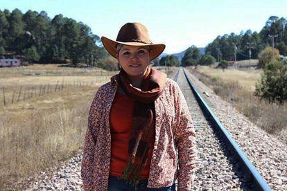 La periodista mexicana Miroslava Breach, en la sierra Tarahumara.
