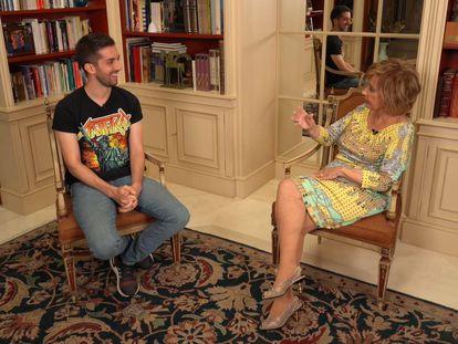 María Teresa Campos entrevista a David Broncano en su programa de YouTube.