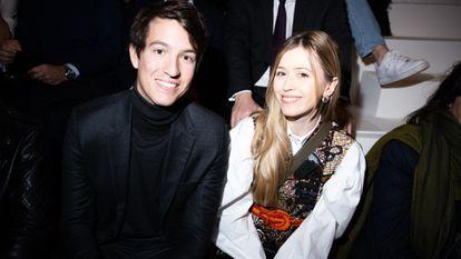 Alexandre Arnault y Geraldine Guyot, en un desfile de Dior en febrero de 2020 en París.