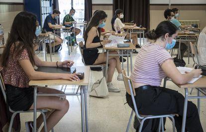 Alumnas del pasado examen de la PAU en Valencia.