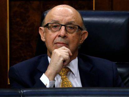 El PSOE pide la dimisión de Montoro tras la anulación del TC de la amnistía fiscal.