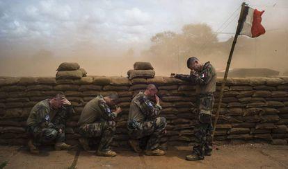 Soldados franceses, atrincherados en Bambari (República Centroafricana), a finales de 2014.