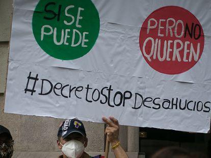 Protesta de la Plataforma de Afectados por la Hipoteca (PAH), para exigir una moratoria de desahucios, la semana pasada en Barcelona.