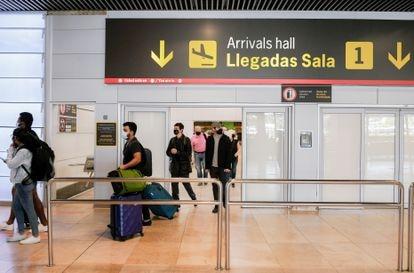 Pasajeros llegando a la T1 del aeropuerto Adolfo Suárez-Madrid Barajas el pasado 2 de julio.