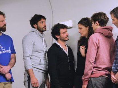 Acompañamos a la compañía del teatro Kamikaze durante los preparativos de  Jauría  en dos jornadas de trabajo  al inicio de la preparación de la obra y a pocos días de su estreno, este viernes 25 en Avilés, Asturias