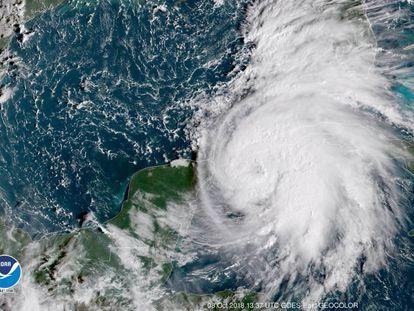 Imagen de satélite de NOAA del huracán Michael en el golfo de México