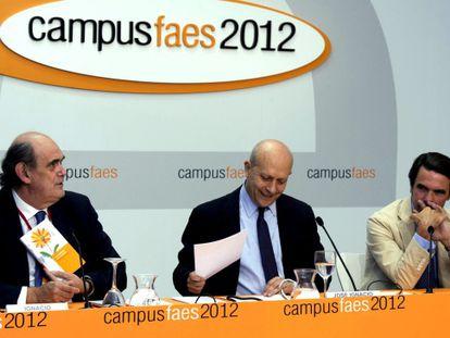 El ministro compartió con Ignacio Astarloa y José María Aznar