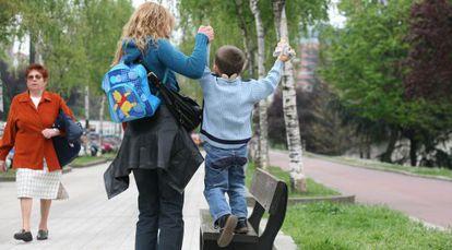 Una madre soltera con su hijo.