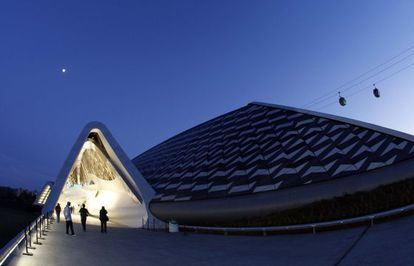 El pabellón-puente, obra de Zaha Hadid, en la Exposición Universal de Zaragoza. / Claudio Álvarez