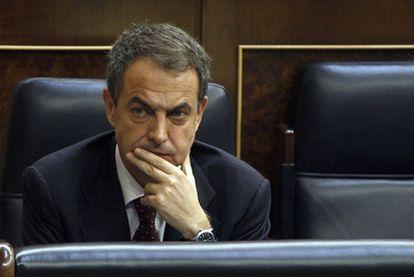 El presidente del Gobierno, José Luis Rodríguez Zapatero, durante un pleno en el Congreso de los Diputados.