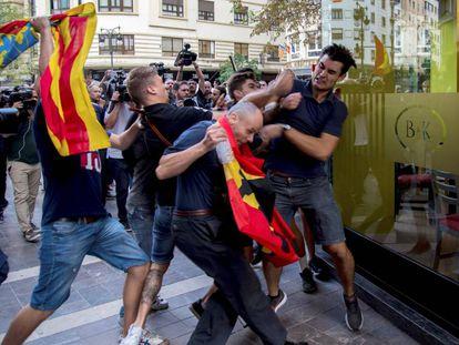 Agresión a un joven que participaba en la manifestación del 9 d'Octubre de Valencia.