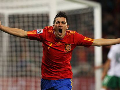 Villa celebra su gol a Portugal en las semifinales del Mundial de Sudáfrica 2010. En vídeo, David Villa anuncia su retirada del fútbol.