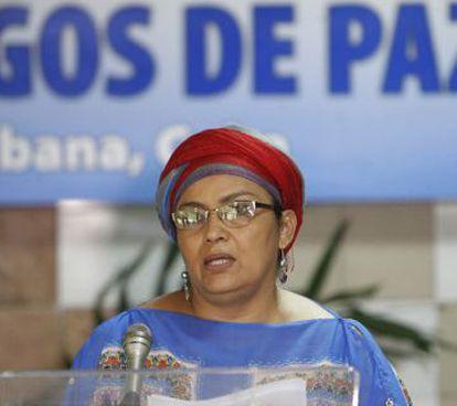 La guerrillera colombiana miembro de las FARC, Victoria Sandino, durante la lectura del comunicado