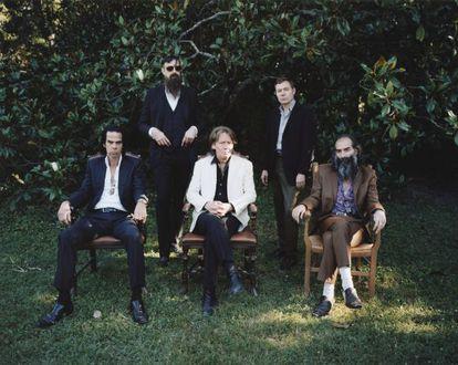Nick Cave (el primero por la izquierda), con su banda The Bad Seeds.
