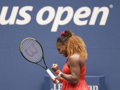 Serena Williams celebra un punto durante su partido contra Pironkova en Nueva York.