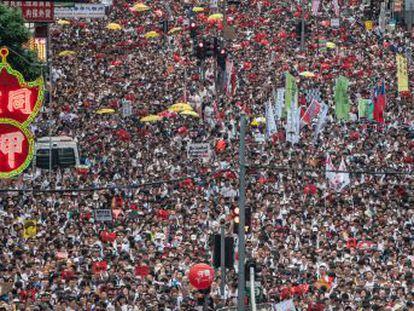 El Parlamento comienza a debatir un proyecto de ley que permitiría por primera vez entregar fugitivos a Pekín, lo que ha despertado el temor de los ciudadanos a perder su independencia judicial