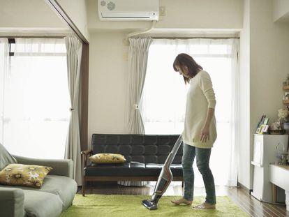 Los aspiradores de escoba son una opción cada vez más popular para la limpieza del hogar.
