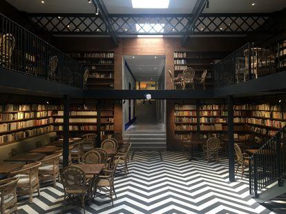 Aspecto de una de las áreas de la nueva librería Ona Llibres, en Barcelona