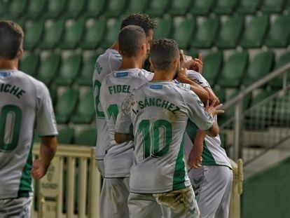 Jugadores del Elche celebran un gol esta temporada.
