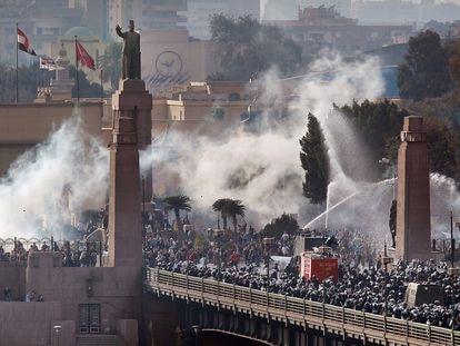 Protestas contra el Gobierno en El Cairo en enero de 2011, preludio de la primavera árabe.