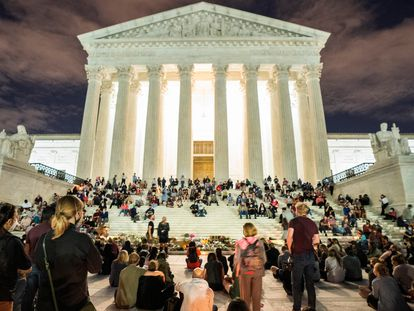 Concentración a las puertas del Supremo en Washington por la muerte de la juez progresista Ruth Bader Ginsburg.