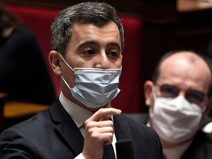 El ministro de Interior francés, Gerald Darmanin, en una comparecencia parlamentaria junto al primer ministro, Jean Castex, el pasado 19 de enero, en París.