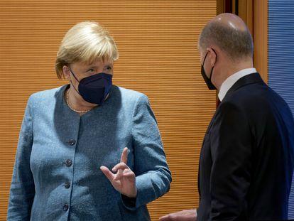 Angela Merkel y Olaf Scholz, en el último Consejo de Ministros de la legislatura antes de las elecciones del domingo.
