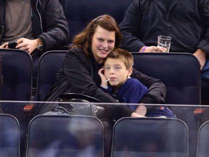 Linda Evangelista y su hijo Augustin James Evangelista en Nueva York en 2014.