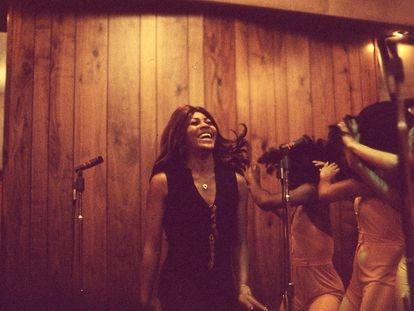 Tina Turner y las Ikettes, en 1973, en una imagen del documental 'Tina'.
