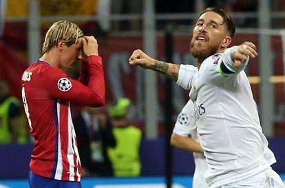 Sergio Ramos celebra el penalti durante la tanda.