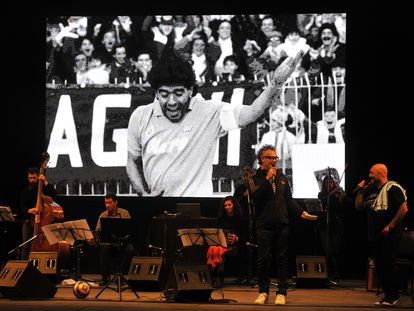 El 'Chino' Laborde canta en el homenaje a Diego Maradona realizado por el Festival de Tango de Buenos Aires