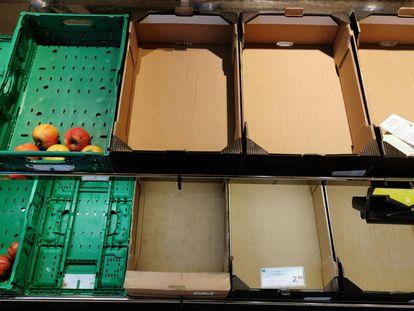 Imagen de cajas vacías en un supermercado en Dortmund, en el oeste de Alemania, este lunes.