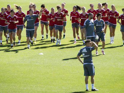 La selección femenina, durante un entrenamiento.