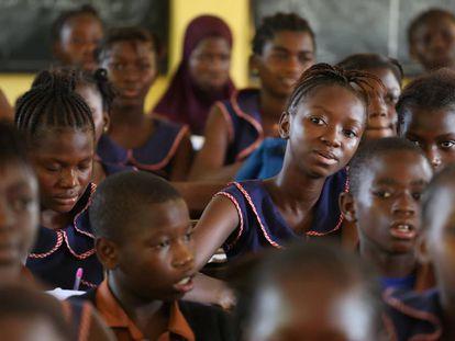 Estudiantes de la escuela primaria Aberdeen de Freetown, en Sierra Leona.