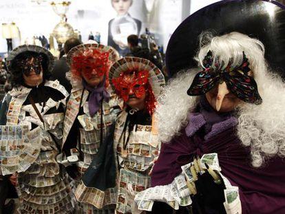 Público disfrazado durante el sorteo de la Lotería de Navidad.