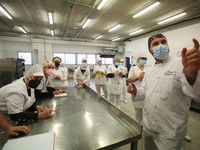 Una clase de Formación Profesional en un instituto de Alicante en marzo.