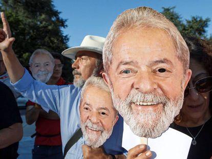 Brasileños residentes en Ginebra (Suiza) se manifiestan el miércoles a favor de la candidatura de Lula.