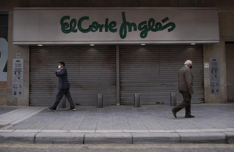 Entrada de El Corte Inglés de Linares (Jaén), cerrado desde final de febrero.